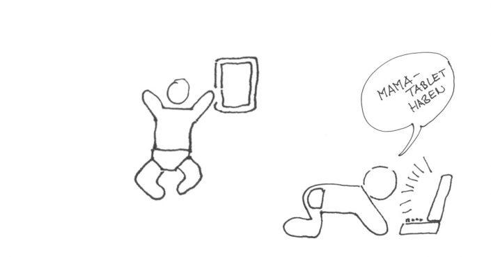Kleinkind mit Tablet in Kita | Christopher End