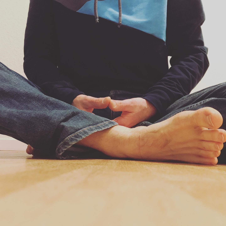 Christopher meditiert